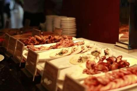 giá vé buffet nhà hàng deliland vinwonder phú quốc